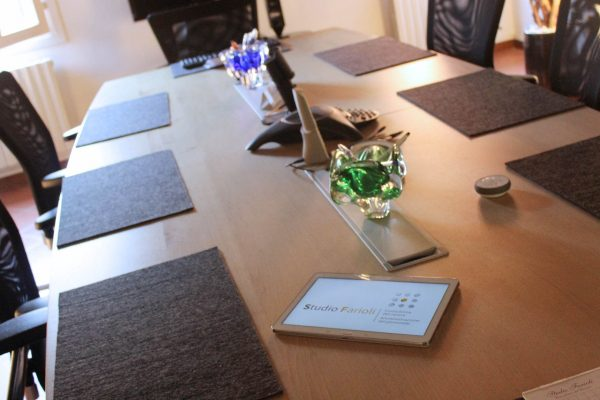 tavolo-riunioni